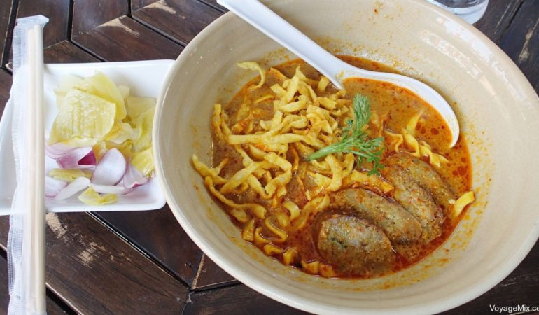 Вкусный суп као сой в Kao Soy Nimman, Чиангмай