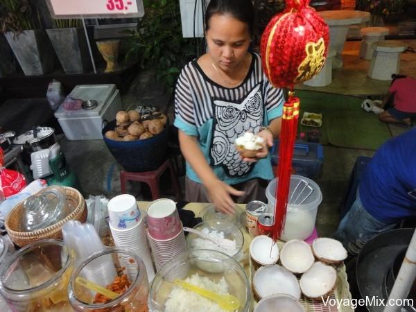 Мороженое в половинке кокоса