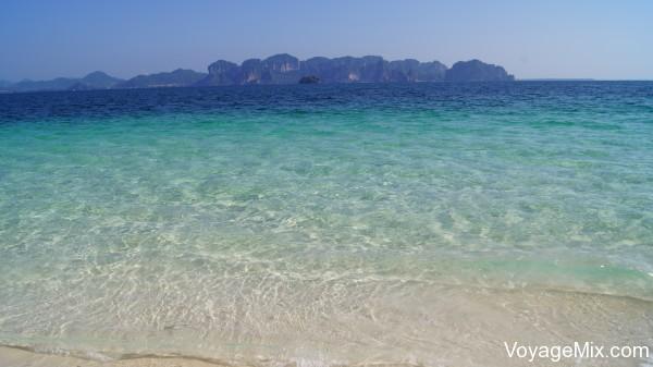 Лазурная и очень прозрачная вода способствовала отличному купанию