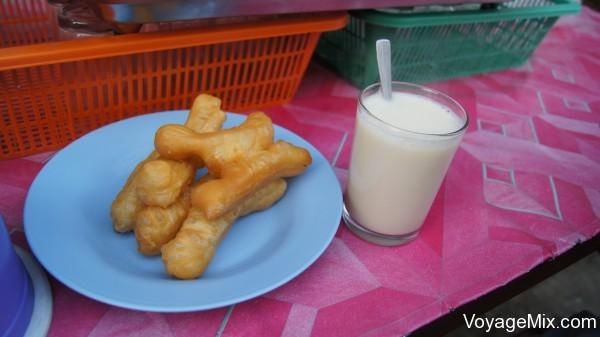плюшки и соевое молоко