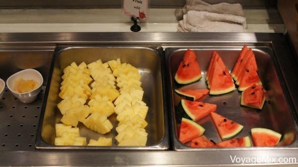Закусили все это фруктами